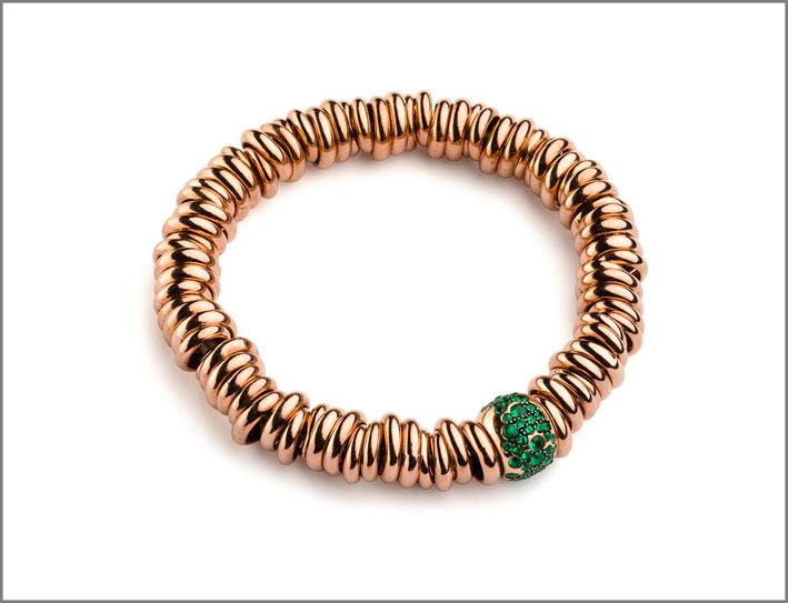 Bracciale in argento rodiato rosa  con rondella grande in oro rosa e smeraldi. Prezzo: 1780 euro