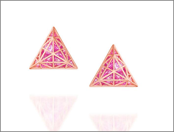 Orecchini in oro rosa con zaffiri rosa. Prezzo: 2250 dollari