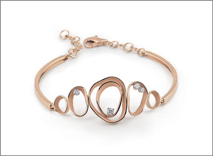 Cammilli, essential collection bracelet in orange 18 ct gold with diamonds from Dune collection