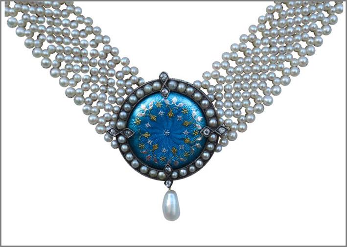 Collana con medaglione, perle, diamanti, smalto