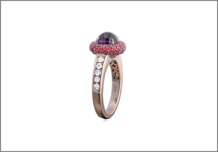Anello Supernova, in oro, ametista, rubini, diamanti