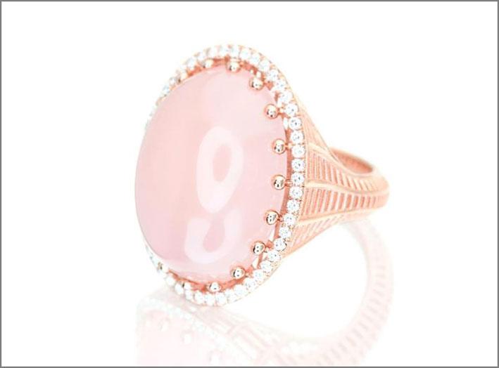 Anello della collezione Wired in oro con calcedonio rosa e diamanti bianchi