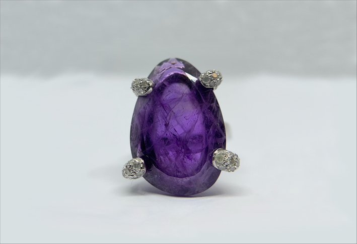 Anello con ametista e diamanti