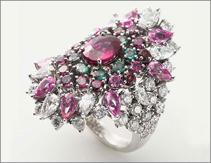 Mikimoto, alta gioielleria: anello in platino, rubino, zaffiro, granato, alexandrite, diamante