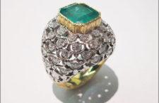 Meini, anello in oro bianco e giallo con smeraldo
