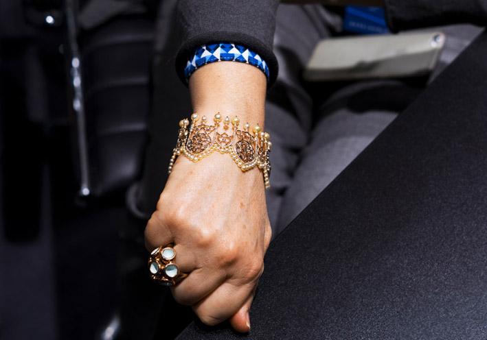 Alessio Boschi, bracciale della linea Milano con perle Akoya gialle indossato