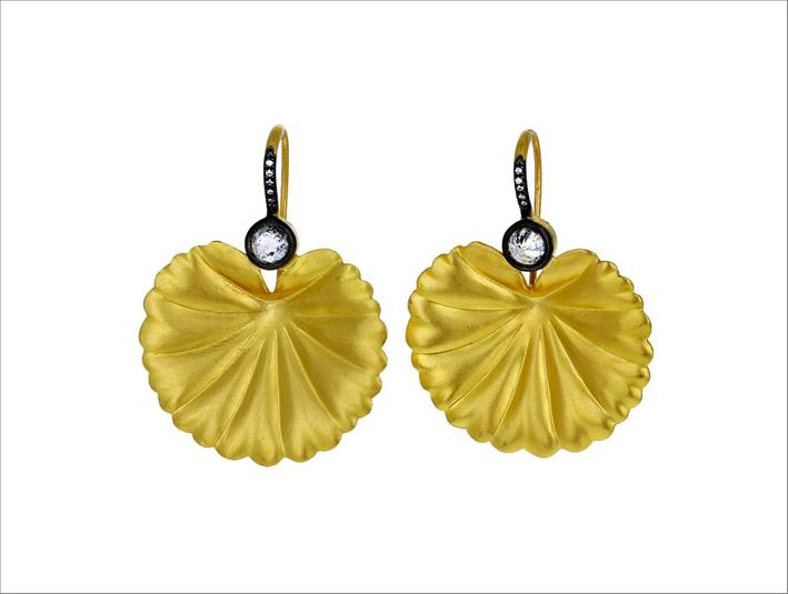 Orecchini a forma di foglia di ninfea in oro 22 carati e diamanti taglio rosa