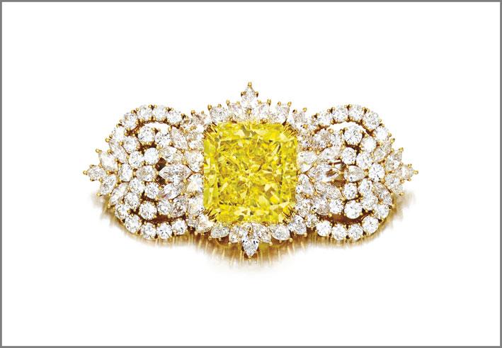 Spilla con diamante fancy yellow e diamanti bianchi