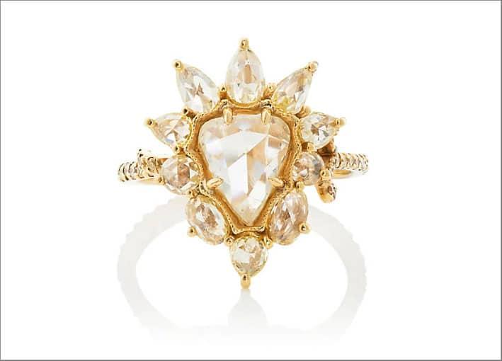 Anello con diamante taglio a pera e diamanti taglio rosa
