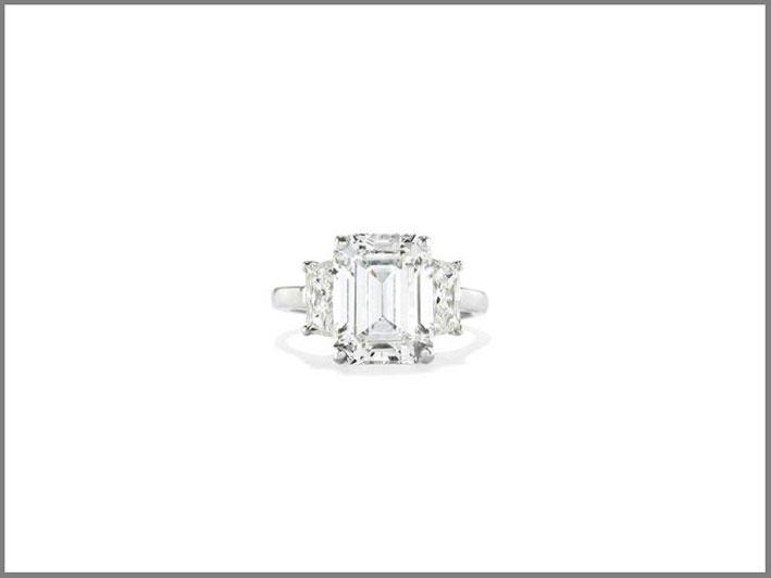 Anello in diamante taglio smeraldo di 5,29 carati