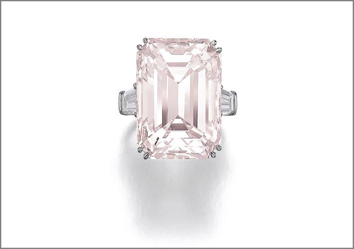 Anello con diamante rosa di Harry Winston. Stima di 6,8-12 milioni di euro