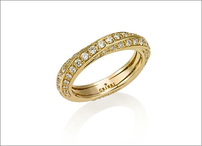 Anello in oro giallo e diamanti taglio brillante a scalare