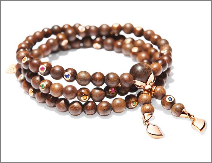 Collezione India, bracciale in oro e snakewood, con zaffiri. Prezzo: 4690 euro