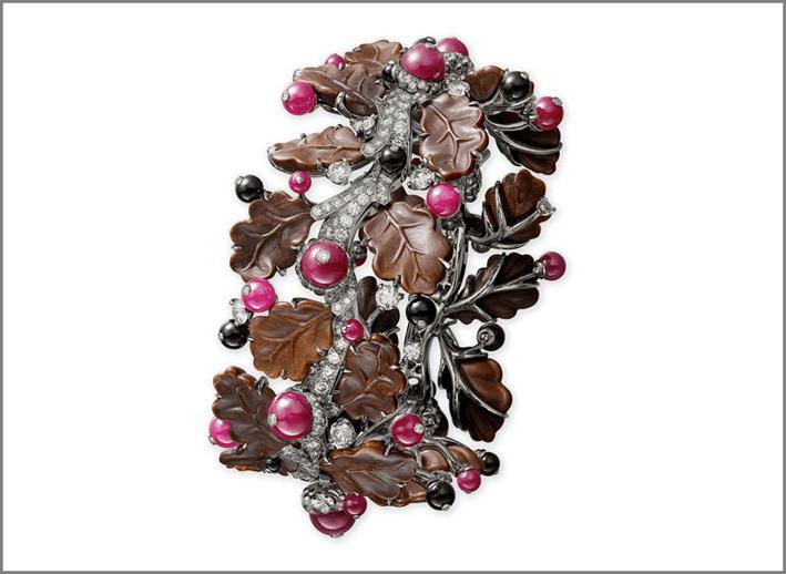 Bracciale in oro bianco 18 carati, legno pietrificato, rubini, onice e diamanti