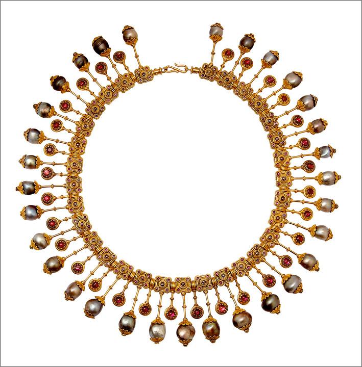 Castellani, collana in oro, perle e rubini. Roma, 1880