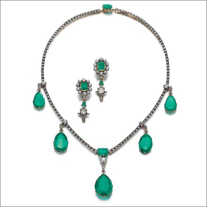 Collana con smeraldi e orecchini della prima metà del XIX secolo