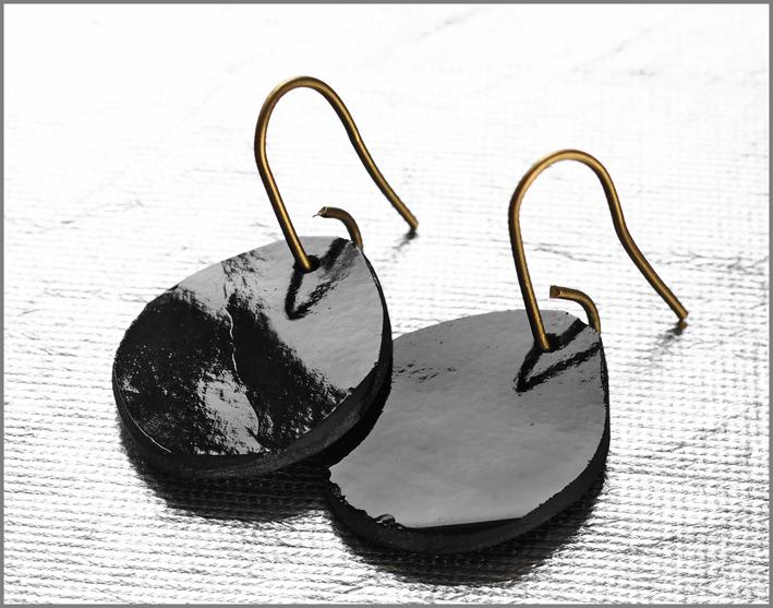 Orecchini neri della collezione Ghiaccio