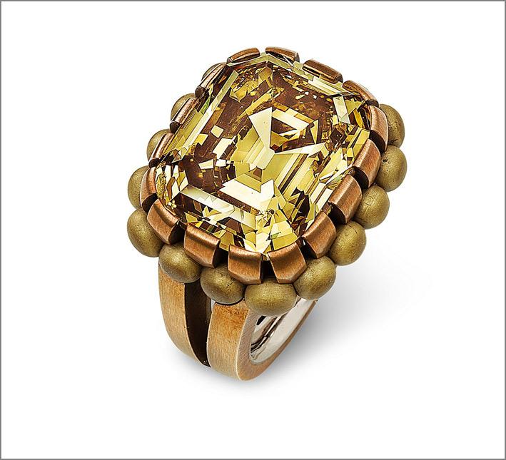 Hemmerle, anello in bronzo e oro bianco con zaffiro gialli