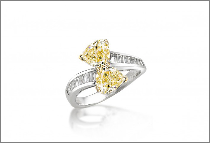 Anello Toi et Moi in diamanti bianchi e fancy yellow