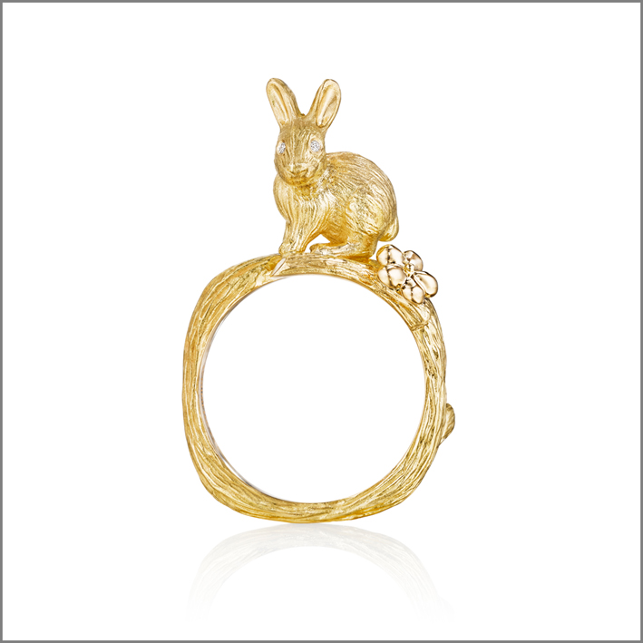 Anello Alice in Wonderland con coniglio, in oro e diamanti