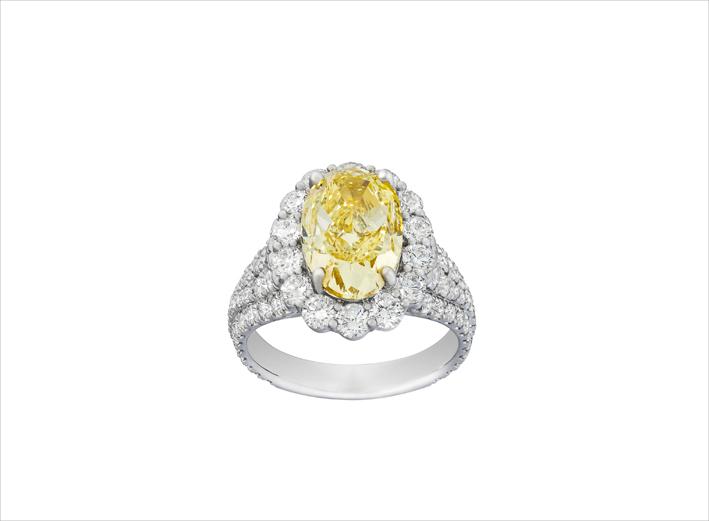 Anello con diamante giallo da 2,93 carati