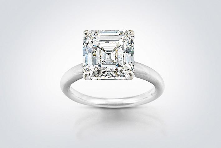 Anello con diamante da 6,21 carati con taglio smeraldo
