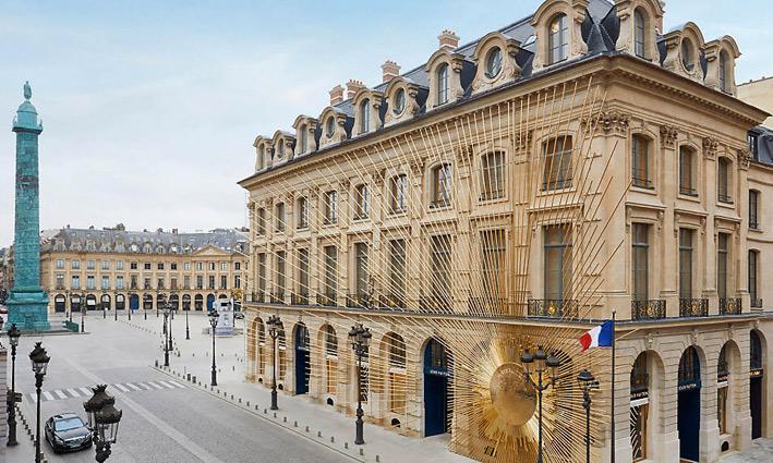 Esterno dello store Louis Vuitton di Place Vendȏme, a Parigi