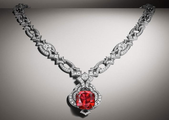 Louis Vuitton, alta gioielleria, collier in oro, diamanti e spinello di 20 carati