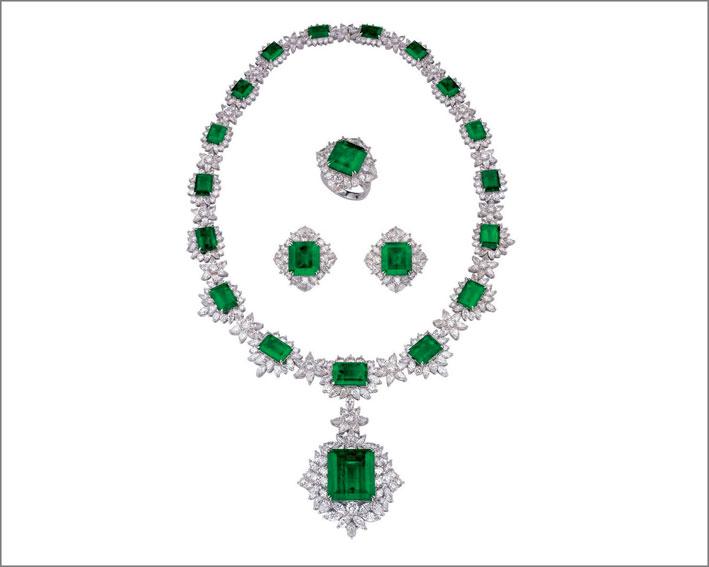 Set di collana, orecchini e anello con diamanti e smeraldo