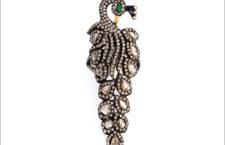 Anello a forma di pavone con diamanti e smeraldo