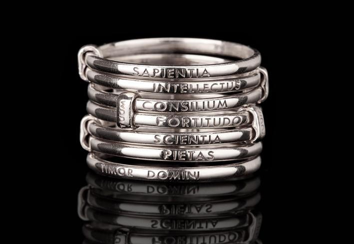 Anello della collezione Settedoni in argento rodiato