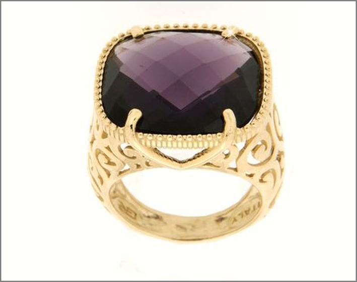 Anello in oro 14 carati con ametista. Prezzo: 875 euro