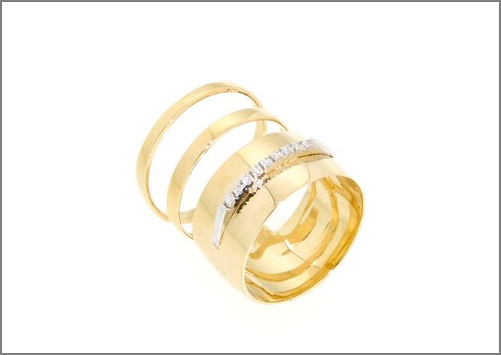 Anello in oro 14 carati con zirconi. Prezzo: 795 euro