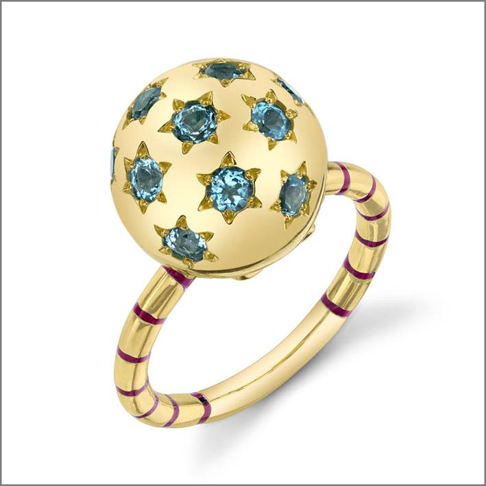 Anello Ethel in oro e topazi blu. Prezzo: 3675 dollari