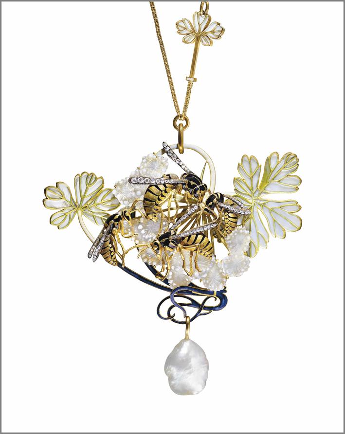 Pendente art nouveau di rené Lalique, con smalto e diamanti
