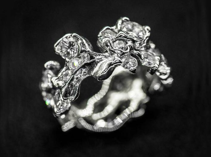 Anello floreale con diamanti