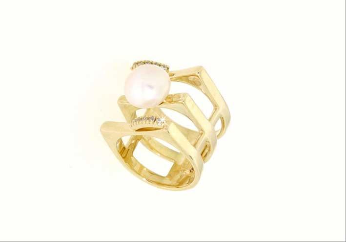 Anello in oro giallo 14 carati con perla di fiume
