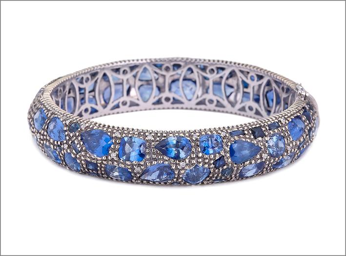 Bracciale con diamanti e zaffiri. Prezzo: 42.000 dollari