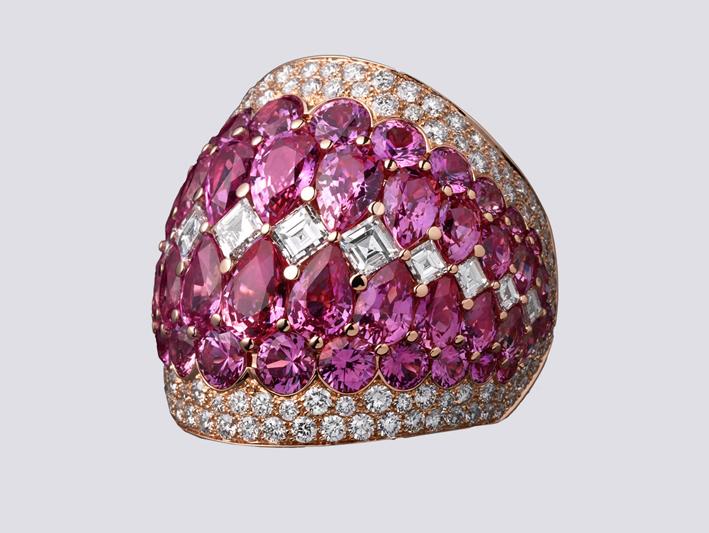 Anello in oro bianco, diamanti e zaffiri rosa