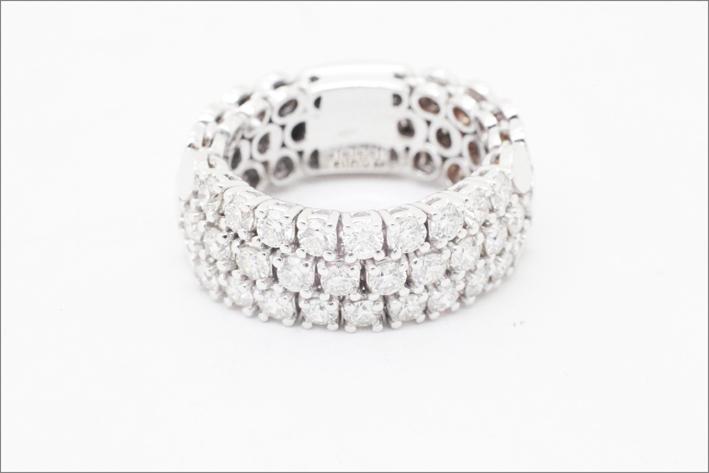 Anello con diamanti bianchi e oro bianco 18 carati
