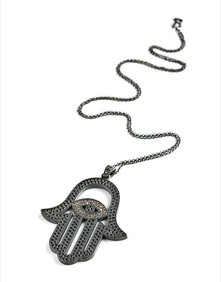 Ciondolo Hamsa in argento ossidato, diamanti neri e marroni