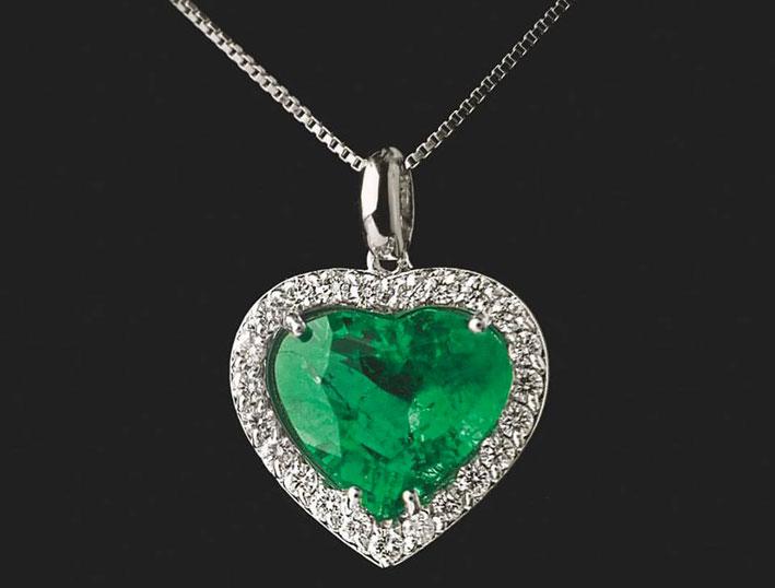Pendente con cuore di smeraldo e diamanti