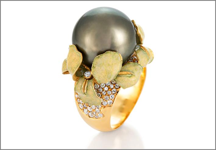 Anello Iris, in oro, diamanti, perla, smalto