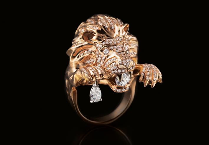 Anello Leone, oro e diamanti