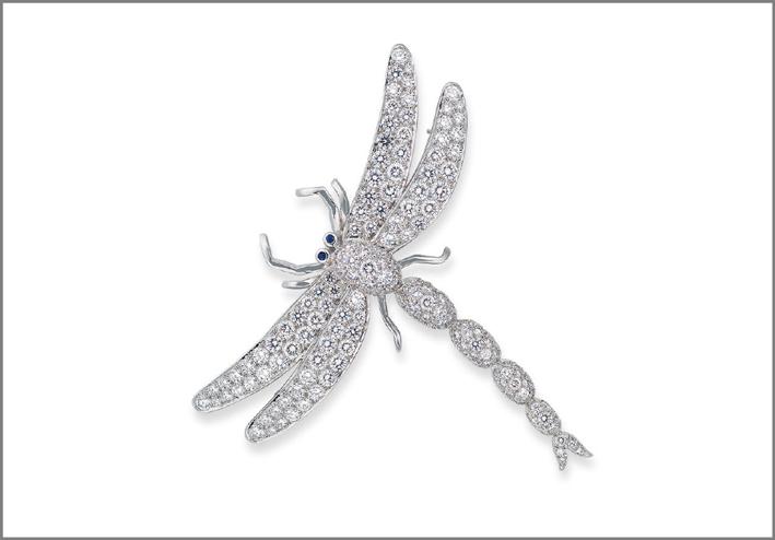 Spilla in oro bianco e diamanti a forma di libellula realizzata da Tiffany & Co