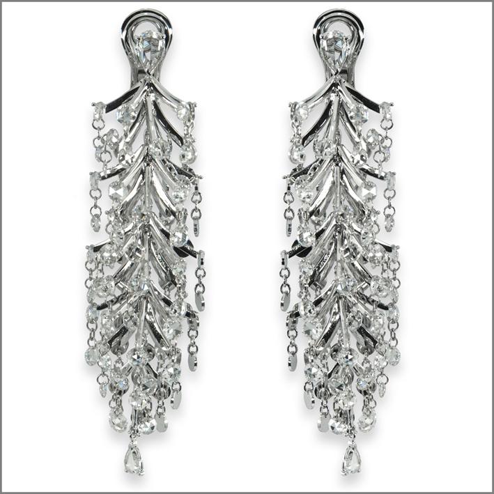 Orecchini chandelier in oro bianco e diamanti