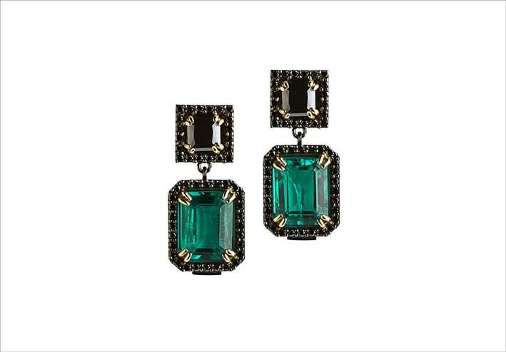 Orecchini in argento annerito, smeraldi e diamanti