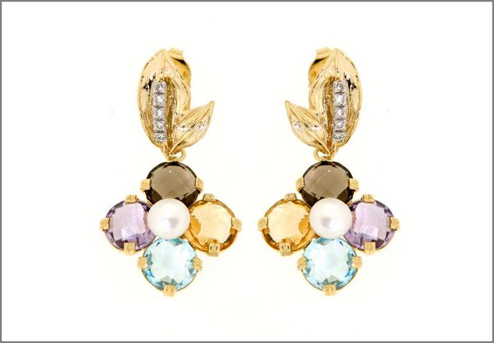 Orecchini in oro,ametsita, topazio, citrino, perla. Prezzo: 1060 euro