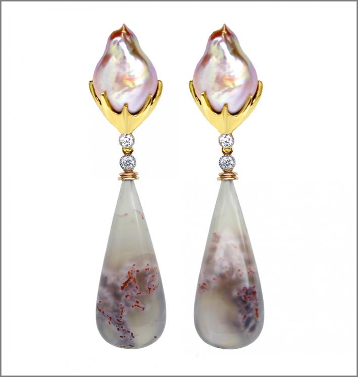 Orecchini con perle barocche d'acqua dolce, oro rosa, agata, platino, diamanti rosa