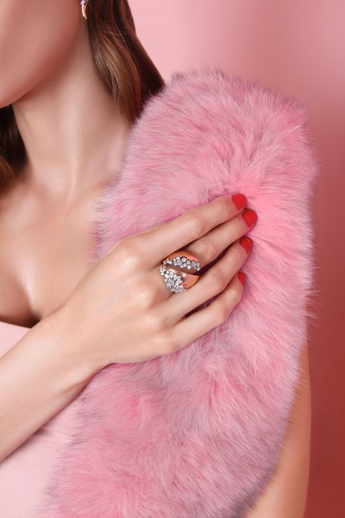 Anello con 37 diamanti marquise